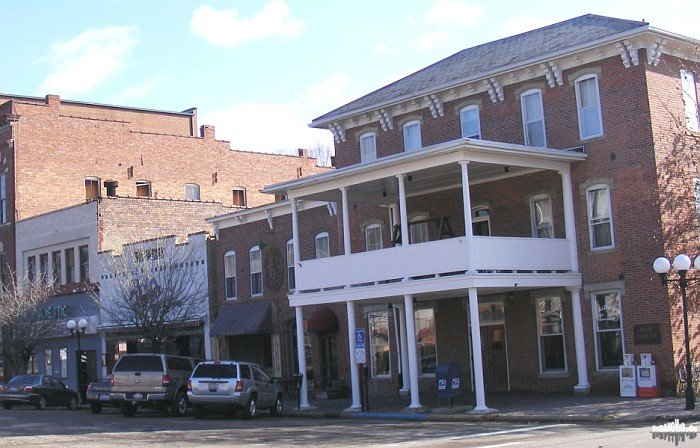 Nelsonville15.JPG